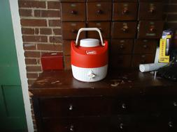 Coleman 1 Gallon thermos water jug cooler W Spout