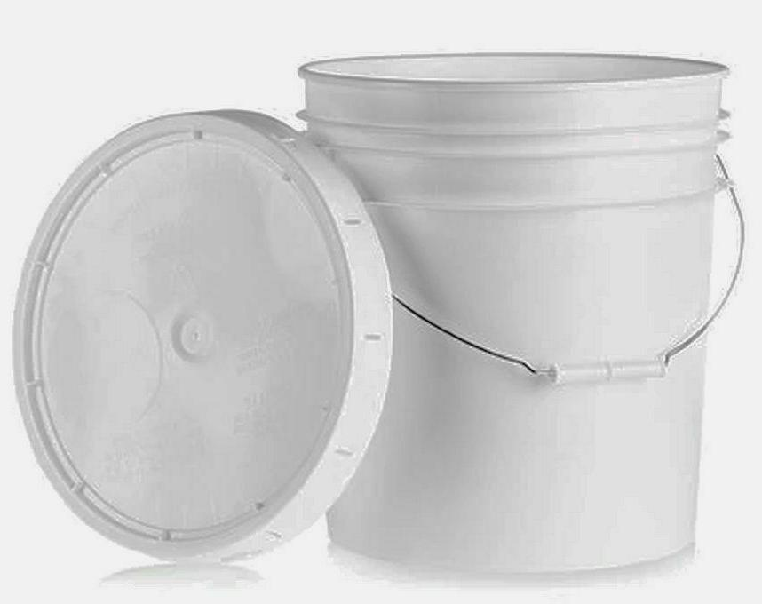 1 Gallon Plastic Bucket With Handle And Lid, White, PB1G